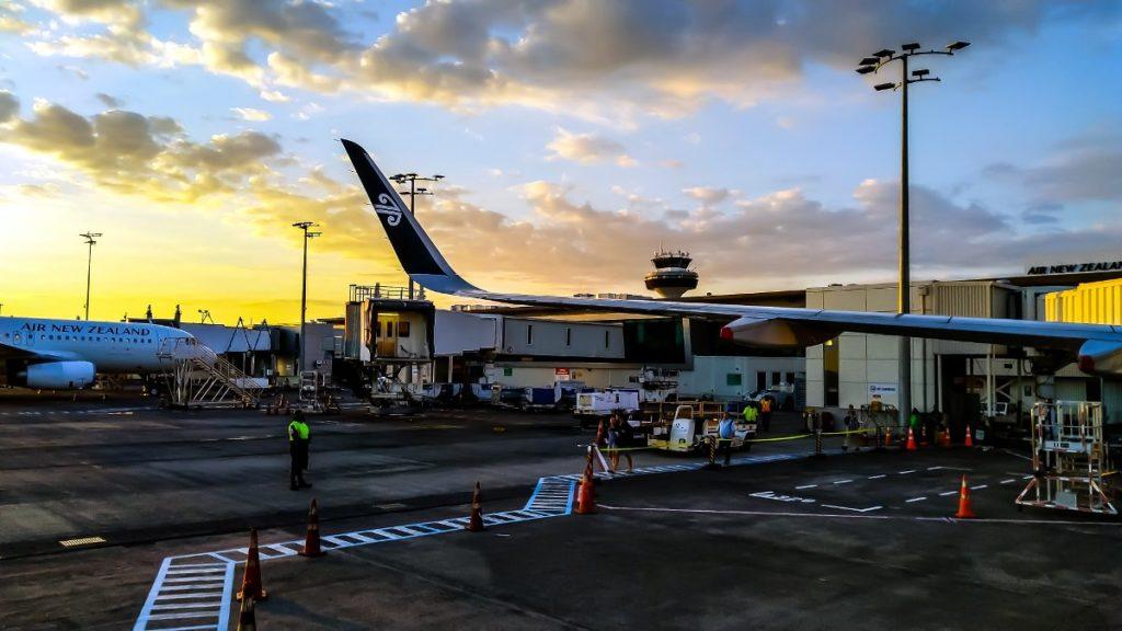 Aankomst op vliegveld van Auckland